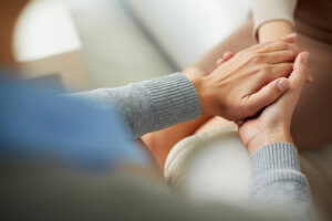 people holding hands at the best dual diagnosis treatment centers
