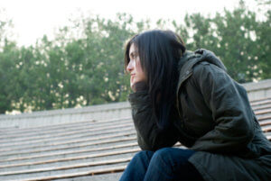 woman sitting on roof contemplates how to detox from cocaine
